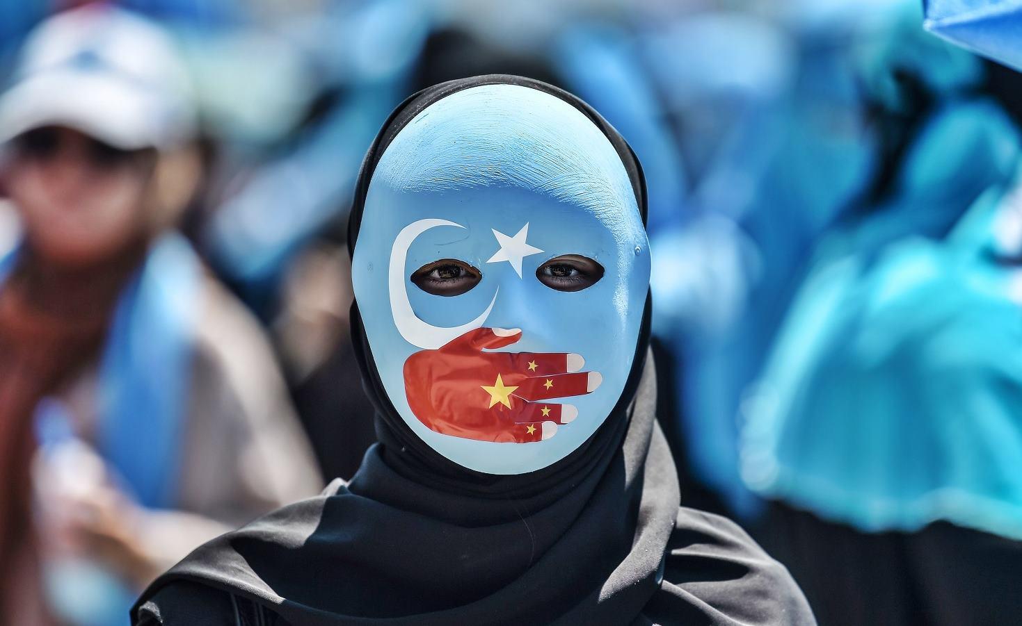 Çin yönetiminden Türk bayrağına yasak!