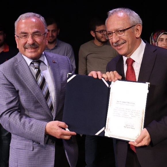 Başkan Hilmi Güler'e eğitim ödülü