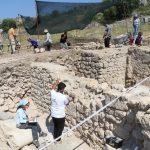 antik cagin hac merkezindeki kazilarda yillik sikke ve kemik tokalar ortaya cikti c