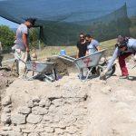antik cagin hac merkezindeki kazilarda yillik sikke ve kemik tokalar ortaya cikti fbb