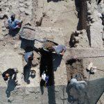 antik cagin hac merkezindeki kazilarda yillik sikke ve kemik tokalar ortaya cikti f
