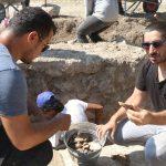 antik cagin hac merkezindeki kazilarda yillik sikke ve kemik tokalar ortaya cikti fdece