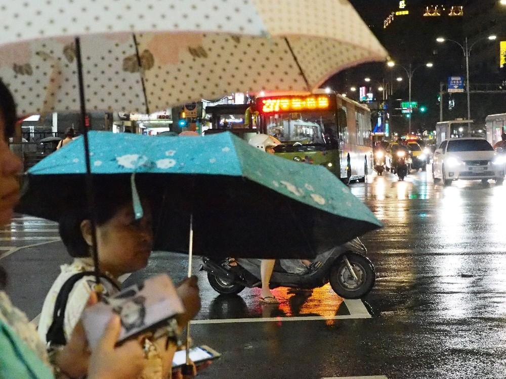Çin, 'Lekima Tayfunu' için kırmızı alarm verdi