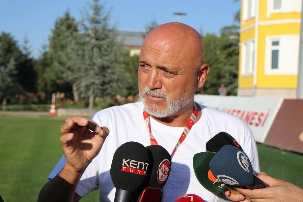 """Hikmet Karaman: """"Lig başlamadan özellikle eksik bölgelerdeki oyuncuları tamamlayıp takımın içerisinde adapte etmek zorundayız"""""""