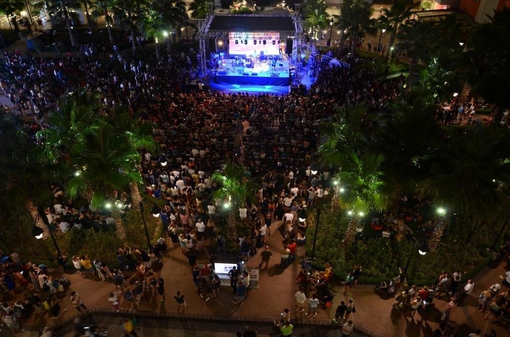 İzmirliler caz festivaline akın etti