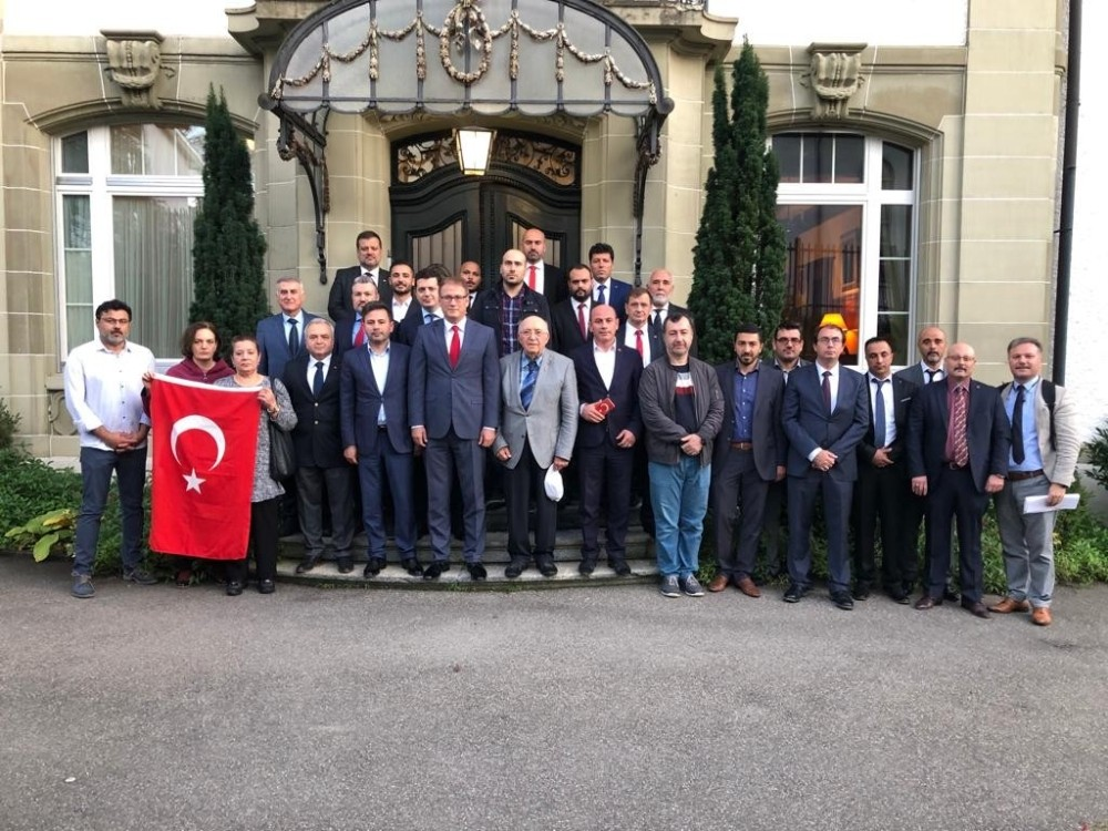 İsviçre'de Türk sivil toplum örgütlerinden Türk bayrağına yapılan saldırılara kınama