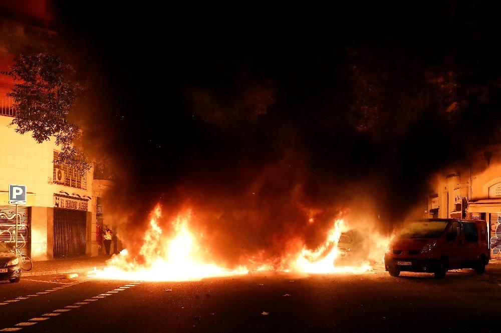 Katalonya'da gösterilerin 3. gecesi: 96 yaralı, 33 gözaltı