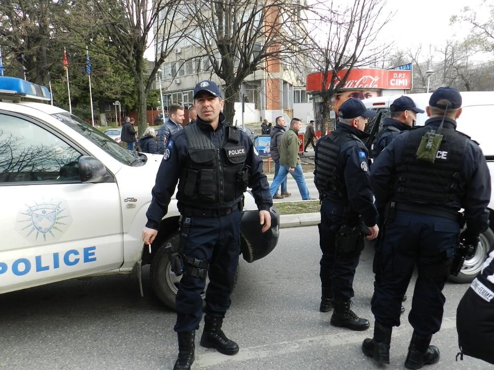 Kosova polisi Sırpların çoğunlukta olduğu ülkenin kuzeyine operasyon düzenledi
