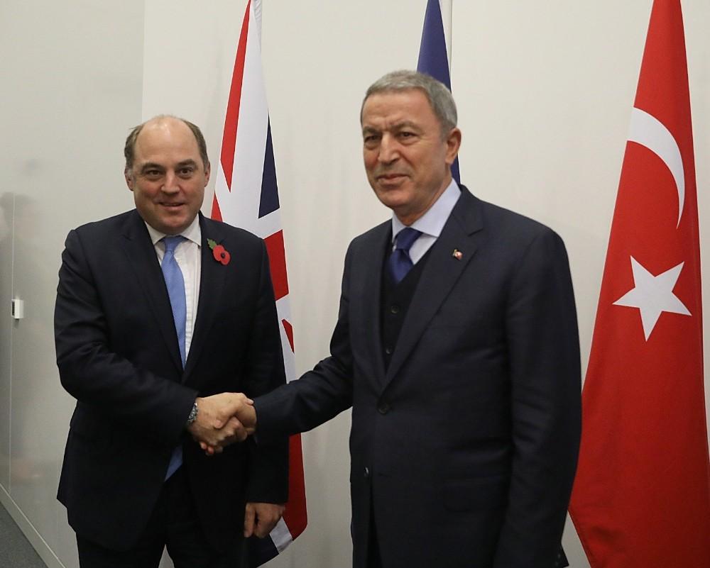 Milli Savunma Bakanı Akar, Alman ve İngiliz mevkidaşları ile görüştü