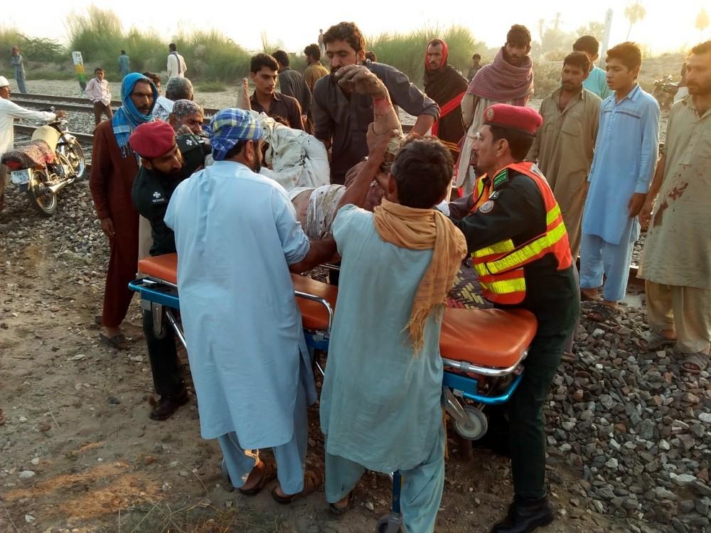 Pakistan'daki tren faciasında ölü sayısı 73'e yükseldi