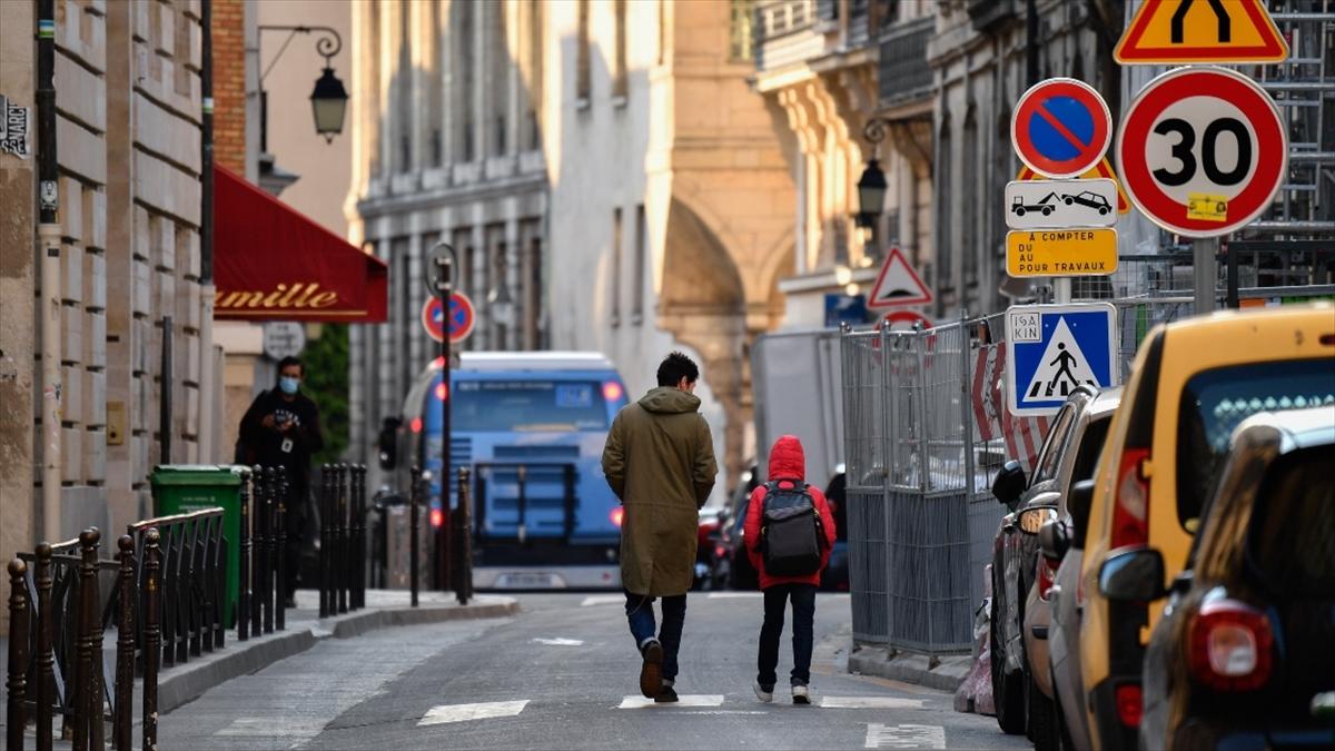 Fransa'da Kovid-19 nedeniyle ölenlerin sayısı 28 bin 239'a yükseldi