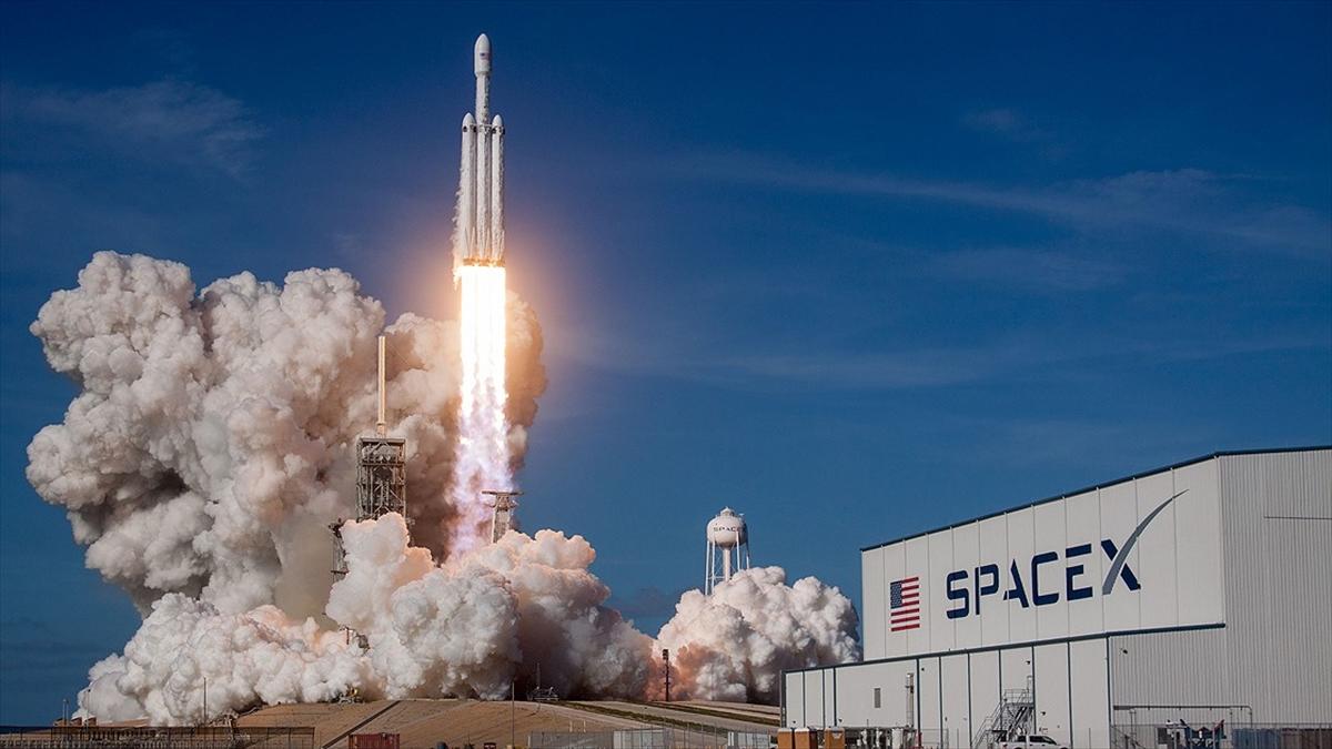 SpaceX'in ertelenen ilk insanlı uzay mekiği denemesi bugün gerçekleşecek
