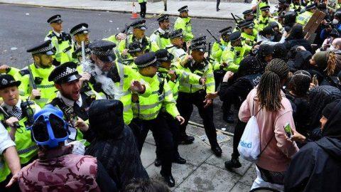 Protestolar sürüyor! İngiltere'de tehlikeli gerginlik…