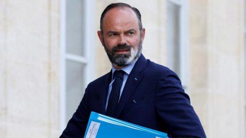 Başbakan istifa etti!